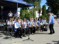 Orkiestra na festynie w Chełmcach