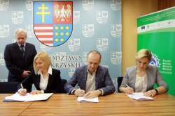 Umowa na dofinansowanie przebudowy świetlicy w Strawczynku podpisana